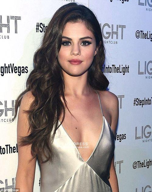Slip selena gomez Selena Gomez